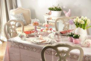 Dekoracje świąteczne: nakryj pięknie wielkanocny stół
