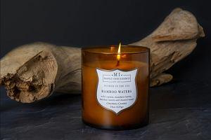 Te świece zapachowe skwierczą jak drewno i pachną obłędnie. Oto 12 hitów