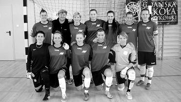 Eleonora Sikora (druga z lewej w górnym rzędzie) z drużyną ZWKF Gorzów na akademickich mistrzostwach Polski kobiet w futsalu