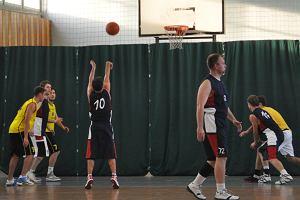 WNBA czy UNBA - która amatorska liga koszykówki jest lepsza?
