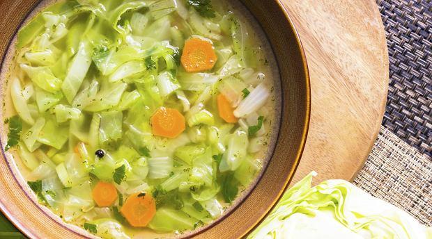 Kapuśniak z młodej kapusty - przepis na pyszną zupę