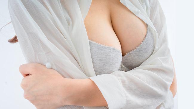 Większy biust bez skalpela? Trzy naturalne sposoby na powiększenie i ujędrnienie piersi