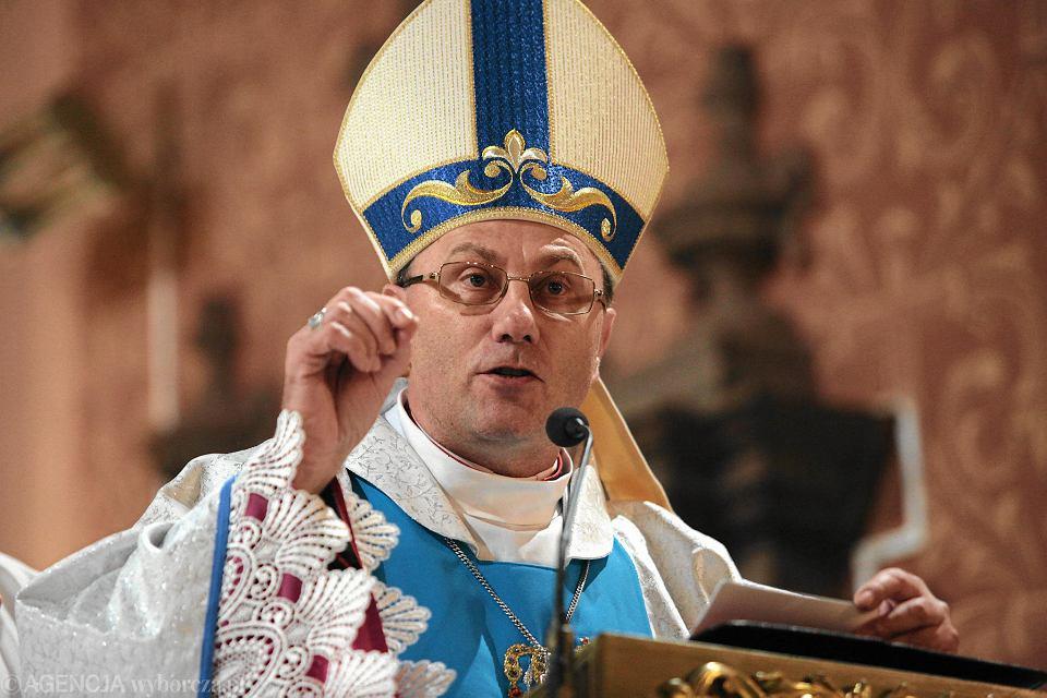 Prymas Polski abp Wojciech Polak najpierw nie chciał wystąpić w dokumencie braci Sekielskich o pedofilii w Kościele. Po obejrzeniu go, wydał oświadczenie.