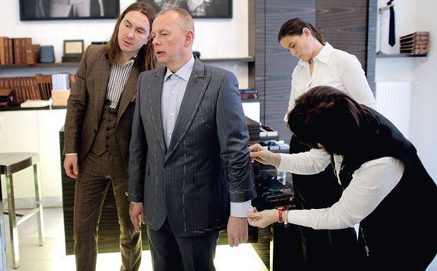 garnitury, gentleman, moda męska, Styl dla gentlemana: garnitur na miarę, Druga przymiarka