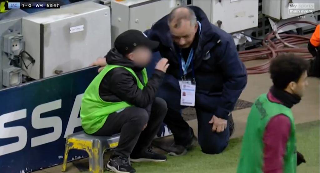 Chłopiec od podawania piłek, mecz Man City - West Ham Utd