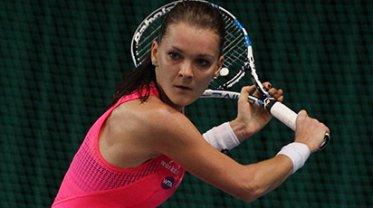 We wtorek Agnieszka Radwańska rozegrała mecz I rundy z Aleksandrą Krunić. Padał deszcz, więc mecz przeniesiono do hali