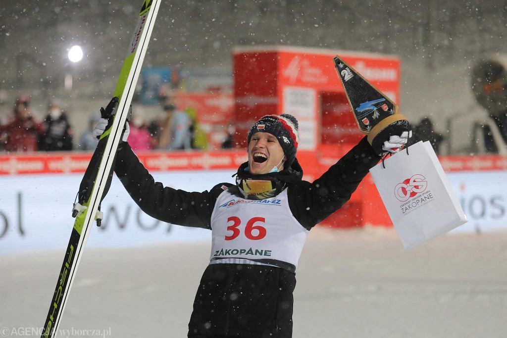 Andrzej Stękała po zawodach Pucharu Świata. Zajął drugie miejsce. Zakopane, Wielka Krokiew, 13 lutego 2021
