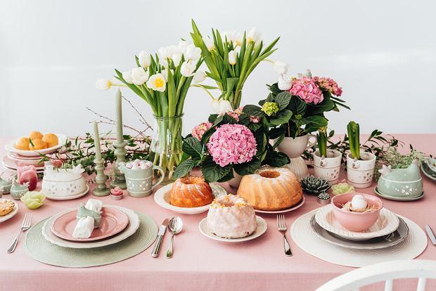 Stół wielkanocny w modnych pastelach