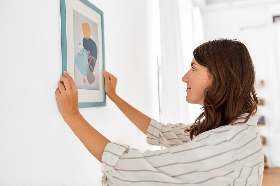 Obrazy warto wieszać na wysokości 150-160 cm