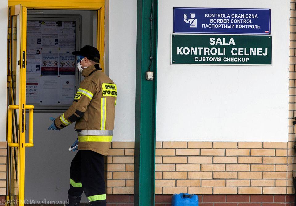 Zdjęcie numer 1 w galerii - Koronawirus. Kontrole na granicy z Białorusią: U nas też jest ten wirus, ale i tak prawdy nam nie mówią