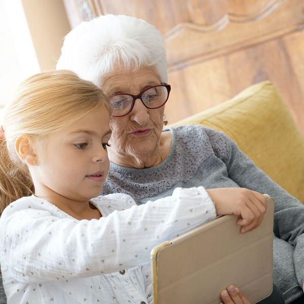 Szkoły zamknięte. To babcie zaopiekują się wnukami, zrobią zakupy, ugotują obiad? Nie tym razem