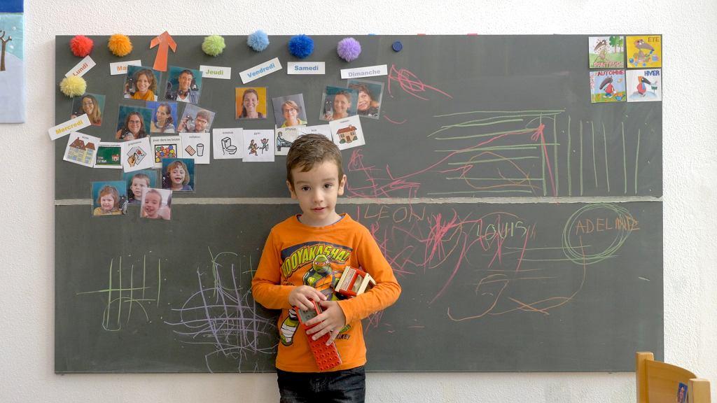 Kadr z dokumentu 'Szkoła małych filozofów'