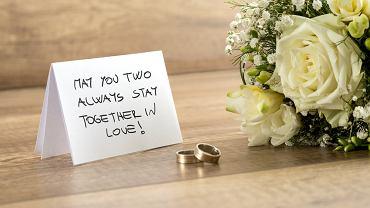 Życzenia ślubne to ważny moment uroczystości. Zdjęcie ilustracyjne