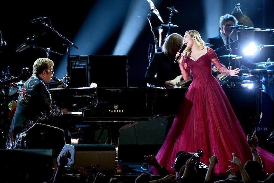 Miley Cyrus w sukni Zac Posen na rozdaniu nagród Grammy