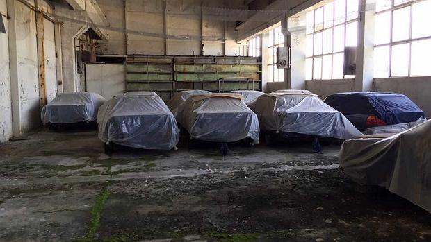 Takie rzeczy tylko w Bułgarii - 11 fabrycznie nowych bmw E34 z 1994 r. pod plandekami
