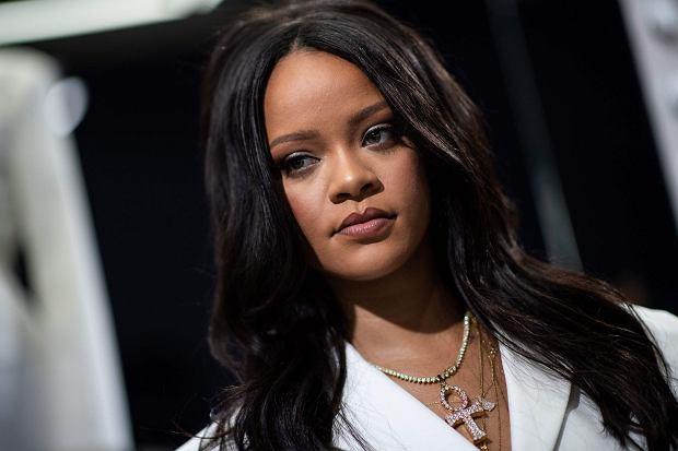 """Rihanna ma 31 lat, wielki talent muzyczny i - jak się okazuje - wcale nie mniejszą smykałkę do biznesu. Jak Barbadoska w kilka lat wyprzedziła na liście """"Forbesa"""" takie ikony jak Madonna czy Celine Dion? Sekret tkwi w wyczuciu rynku. I zaufaniu fanów."""