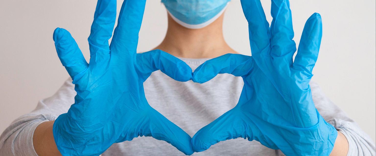 W czasie pandemii lekarze notują mniej zawałów serca (shutterstock)