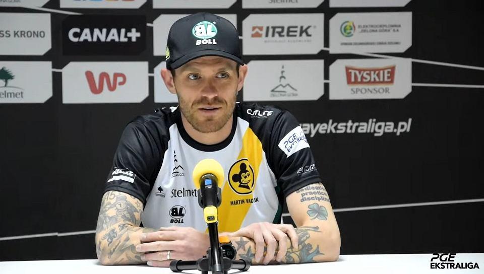 Martin Vaculik podczas konferencji prasowej w siedzibie ZKŻ Zielona Góra