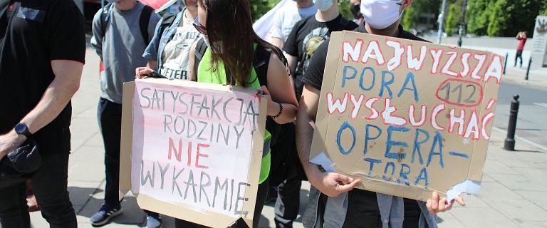"""Protest operatorów numerów alarmowych. """"Satysfakcją rodziny nie wykarmię"""""""