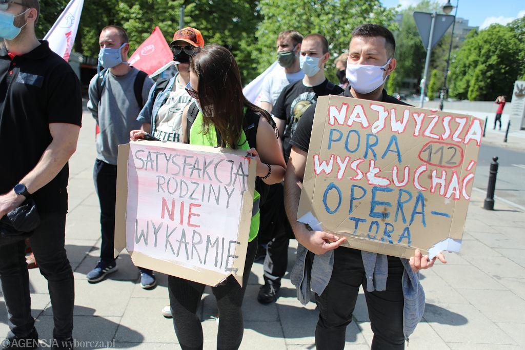 Sejm / manifestacja pracowników numerów alarmowych