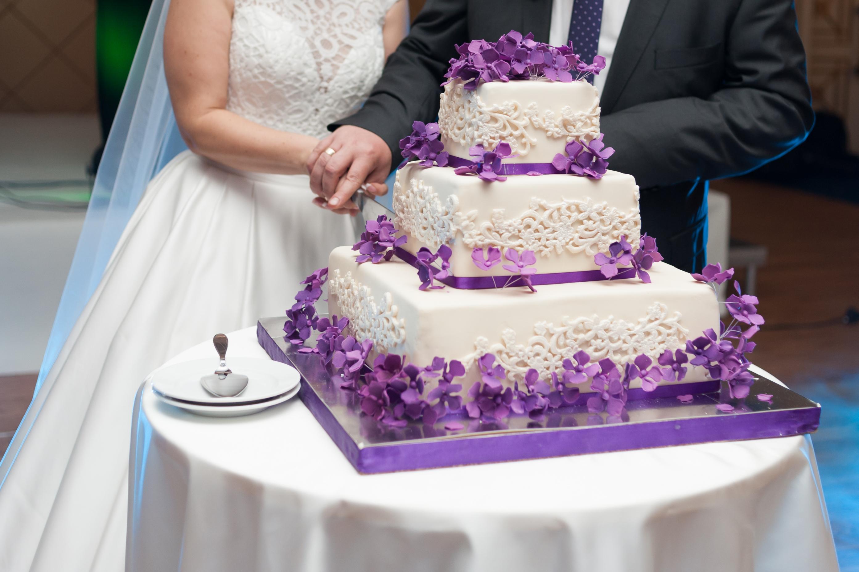 Wedding plannerka przyznaje, że czasami nie do końca wiadomo, kto jest klientem i kto ma ostatnie słowo - młoda para czy rodzice (Shutterstock.com)