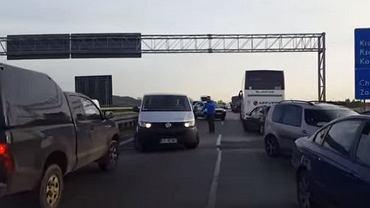 Przejazd karetki pogotowia autostradą A4