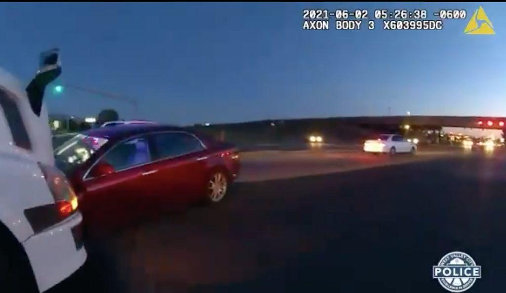 USA. 9-latka kierowała autem, obok niej jechała 4-letnia siostra. Pojechały popływać