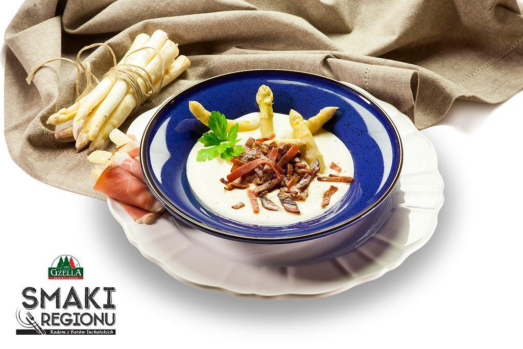 Zupa ze szparagów z makaronem z Szynki Dojrzewającej