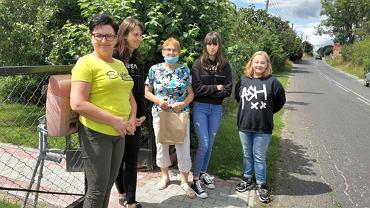 Sołtyska Kani Elżbieta (pierwsza z lewej) z wolontariuszkami
