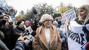 Małgorzata Gersdorf podczas powitania sędziów przez Obywateli RP przed siedzibą Sądu Najwyższego