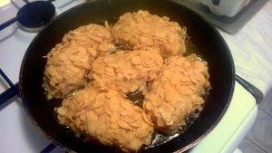 Filety z kurczaka nadziewane serkiem topionym w płatkach kukurydzianych