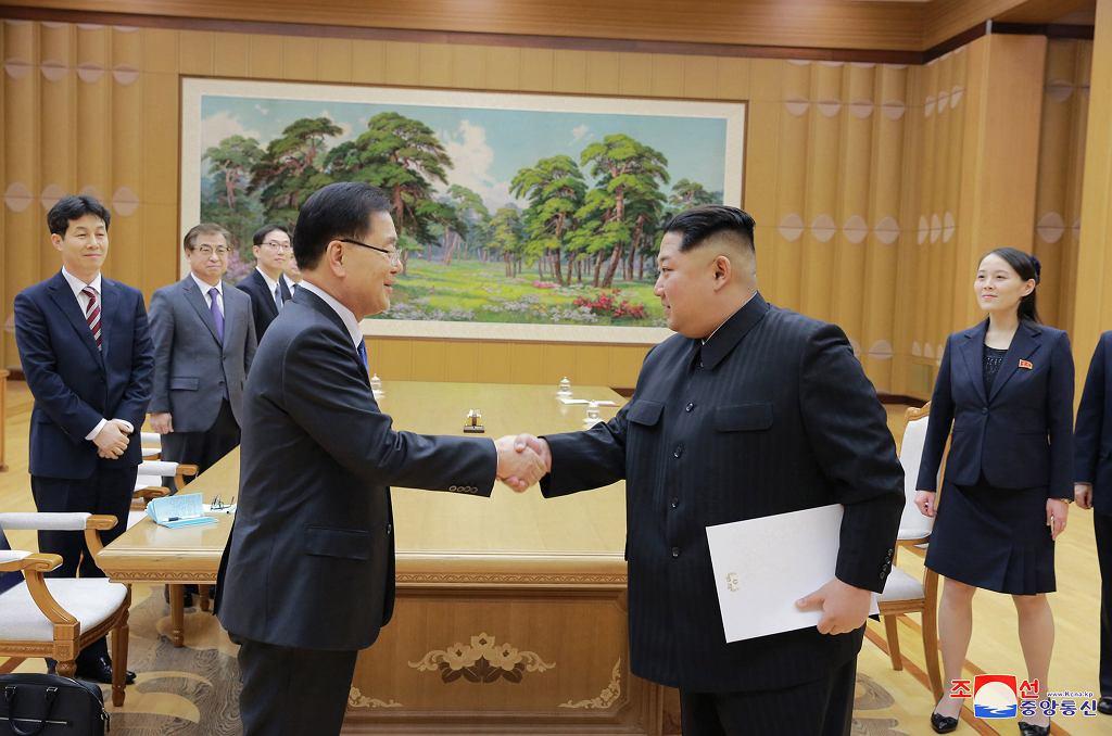 Czung Uj Jong (z lewej) i Kim Dzong Un
