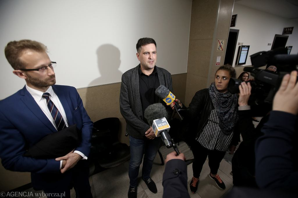 Sławomir Żukowski został uznany winnym zaśmiecania miasta, bo wyrzucił łupinę słonecznika na ziemię