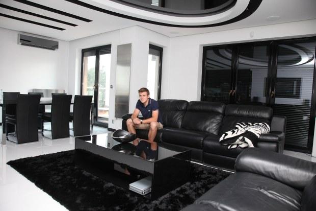 Piotr Kukulski w swoim apartamencie,Warszawa Szeligi, fot. WBF