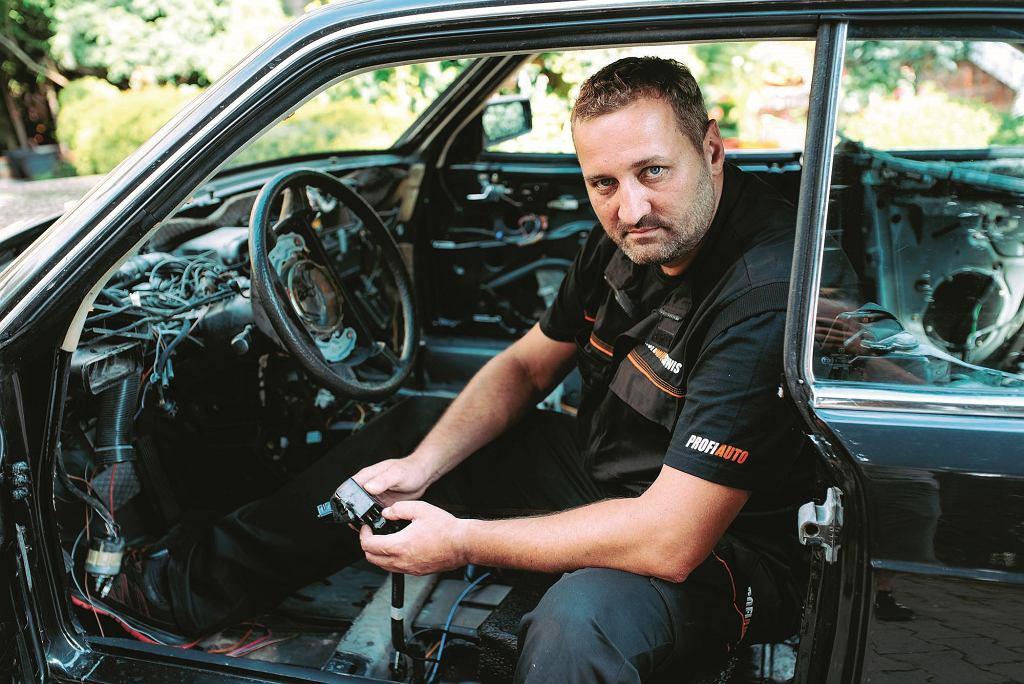 Jeden z tytułowych samochodów marzeń robionych przez Adama Klimka