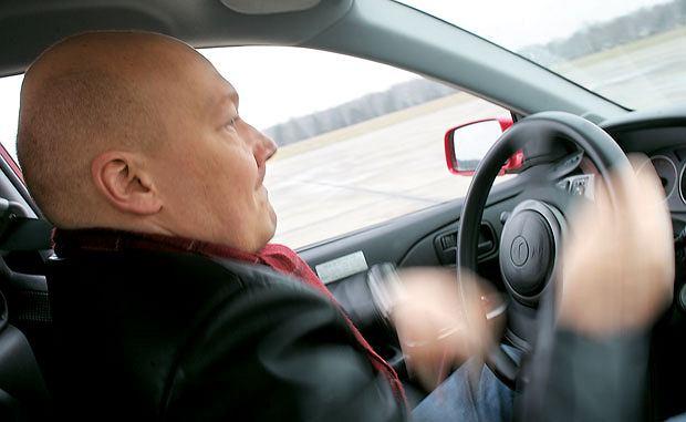 Samochody: Orliński na kursie bezpiecznej jazdy, samochody, Lekcja 3: Kręcenie kierownicą