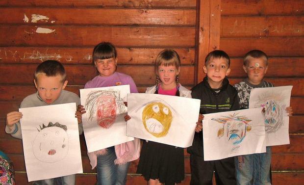 Podczas warsztatów dzieci rysują emocje