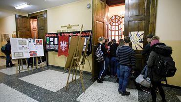 Protest nauczycieli. Debata z udziałem władz oświatowych i uczniów w Liceum św. Marii Magdaleny w Poznaniu