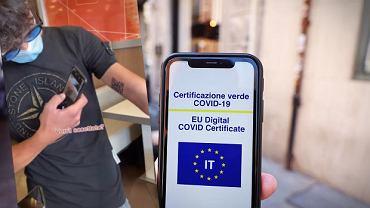 22-letni Włoch wytatuował sobie szczepionkowy QR kod na ramieniu