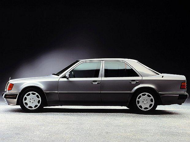 W 1993 roku auto otrzymało facelifting i zmianę nazwy na E500