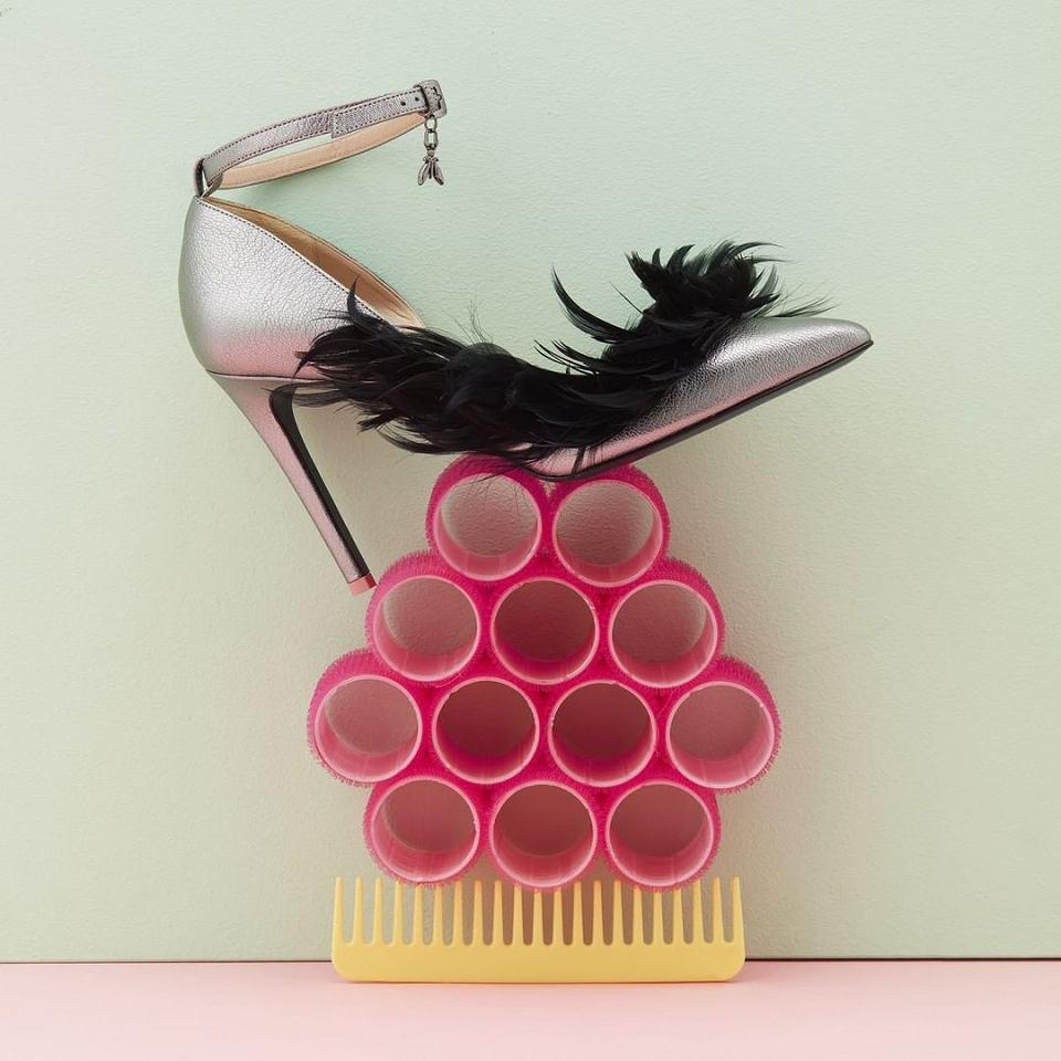 Buty na studniówkę z modną ozdobą z piór