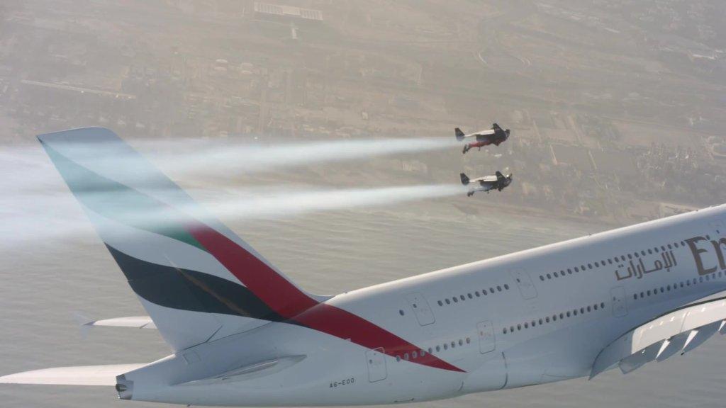 Jetman Yves Rossy i Vince Reffet podczas lotu
