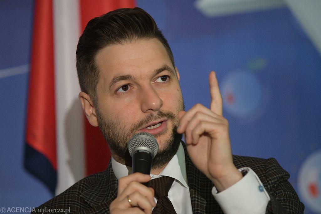Patryk Jaki uważa, że 'z Polski tworzy się jakąś taką kolonię'