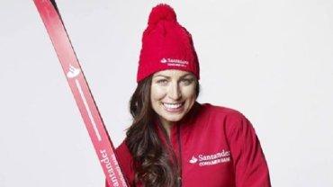 'Krasnoludka ze mnie zrobili' lamentuje na Facebooku Justyna Kowalczyk, chwaląc się strojem na nowy sezon. Jak Wam się podoba? Kowalczyk jest krasnoludkiem - lub, jak sugerują komentatorzy - Czerwonym Kapturkiem, bo na krasnoludka trochę wzrost nie ten, nowe stroje mają także polskie biathlonistki