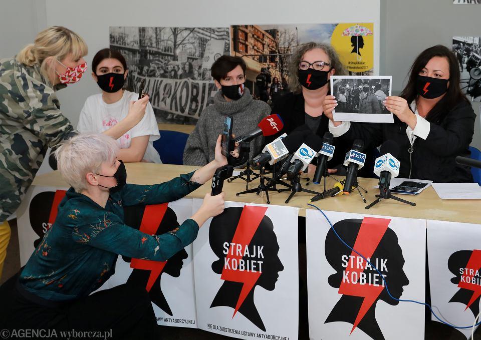Konferencja prasowa w siedzibie Strajku Kobiet. Warszawa, ul. Wiejska 16, 19 listopada 2020