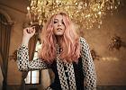 Sześć odmładzających, wiosennych fryzur. Jakie cięcie i koloryzacja na nowy sezon? Krótko, z grzywką i różowo.