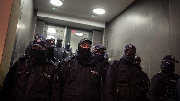 Strajk Kobiet. Blokada Warszawy, zgromadzenie pod komisariatem policji przy WIlczej