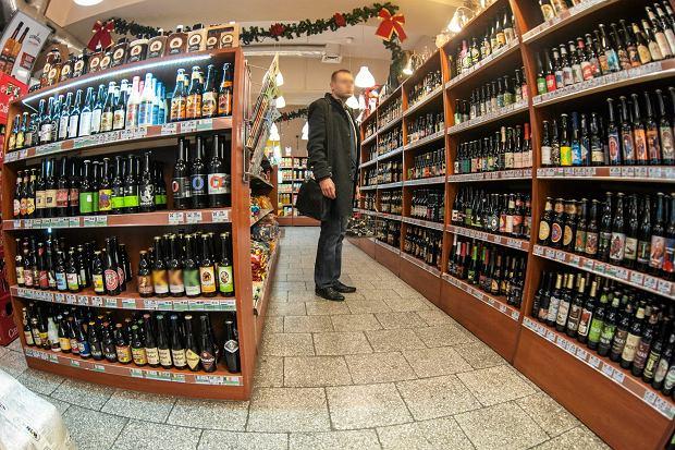 W ciągu ostatnich 12 miesięcy znacznie wzrosła sprzedaż alkoholu - tak wynika z analizy agencji badawczej Nielsen (fot: Kornelia Glowacka-Wolf/ Agencja Gazeta)