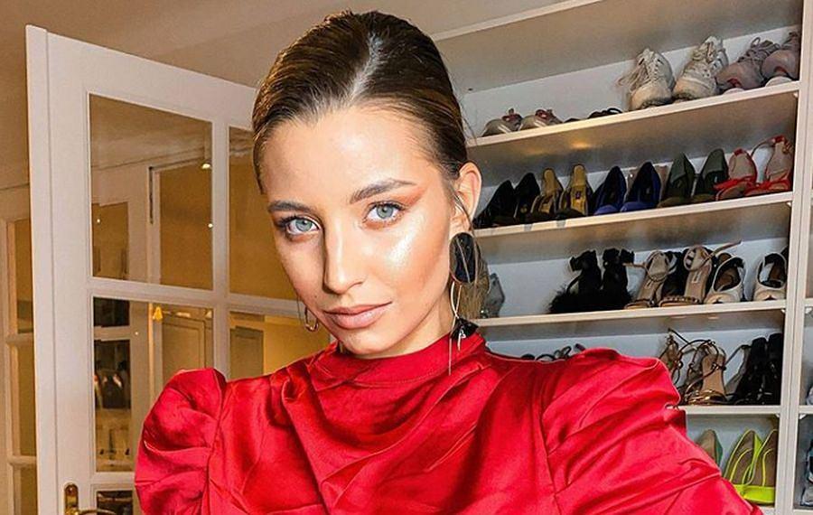 Julia Wieniawa zachwyciła w czerwonej kreacji. To propozycja idealna na święta! W co warto się ubrać, aby wyglądać modnie i stylowo?