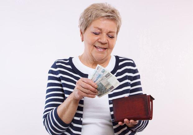 Waloryzacja emerytur, podwyżki świadczeń, emerytura minimalna. 10 najważniejszych liczb, które w 2017 r. każdy emeryt i rencista znać powinien